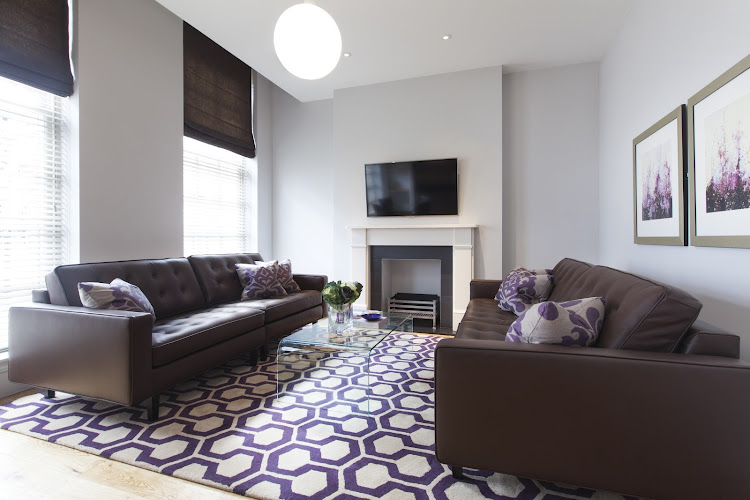 aka-we-suite-4-living-room-aubergine