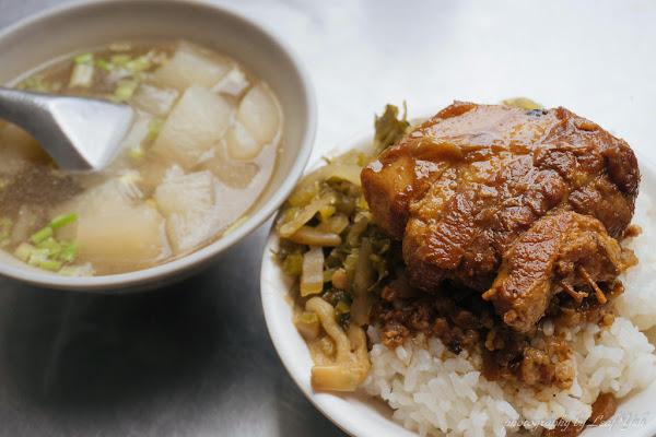 梅滿美食│加了黃豆醬去滷製的肥美爌肉,配上酸菜特別爽口! 大龍峒美食、台北孔廟附近美食