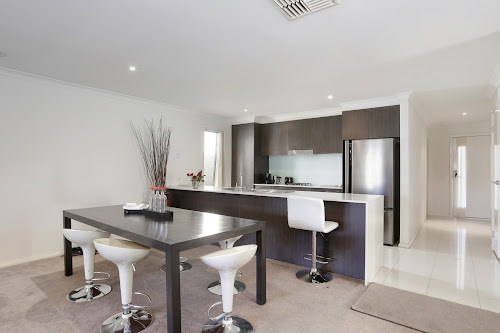 Photo of property at 14 Regent Close, Burnside Heights 3023