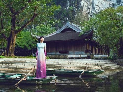 Khu du lịch Tràng An, mê hoặc áo dài Ngọc Khuê Các 3