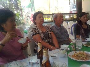 Photo: Trong khi chờ chuyến bay về Úc thầy và cô Công có buổi gặp gỡ đột xuất với các  bạn NLS BD tại Sàigòn