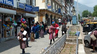 Photo: Straßenszenen in Timphu, Bhutans Hauptstadt