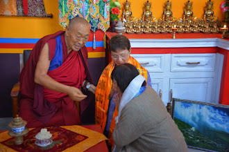 Photo: Jetsun Ma introduced members of Yuan Yuan to His Holiness Menri Trizin Rinpoche as they paid respect to him.
