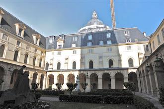 Photo: Cours intérieur du lycée Henri IV