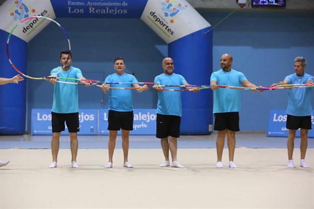 Un grupo de padres hacen un homenaje a sus hijas deportistas con una coreografía. Facebook-Ayuntamiento de Los Realejos