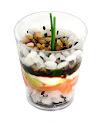Mini cup de makimono de salmão com cream cheese, raiz forte e pepino japonês ao molho teriaky