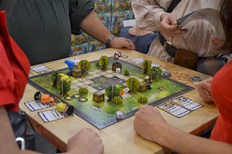 Photo: Krosmaster arena vypadá má propracované postavy. Ty spolu zápasí systémem kdo s koho.