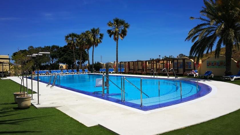 Espectacular piscina del Camping Los Escullos.