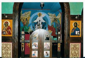 Photo: de koninklijke deuren met daarachter : de Verrijzenis