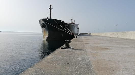 Imagen del buque retenido en el Puerto de Almería.