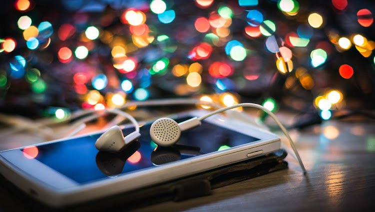 The World Health Organisation and the International Telecommunication Union have issued a new international standard to make phones and other audio devices safer for listening.