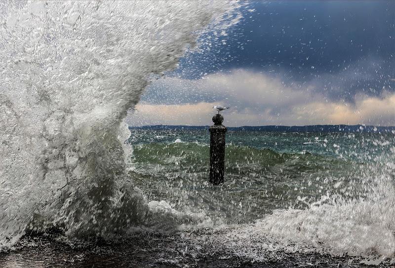 La furia del lago congelata con uno scatto di Pensatore