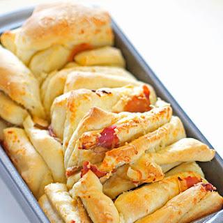 Cheddar Pear & Prosciutto Pull-Apart Bread