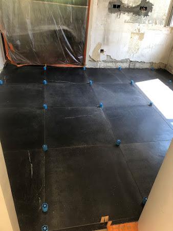Keukenrenovaties - plaatsen van nieuwe vloer in keuken