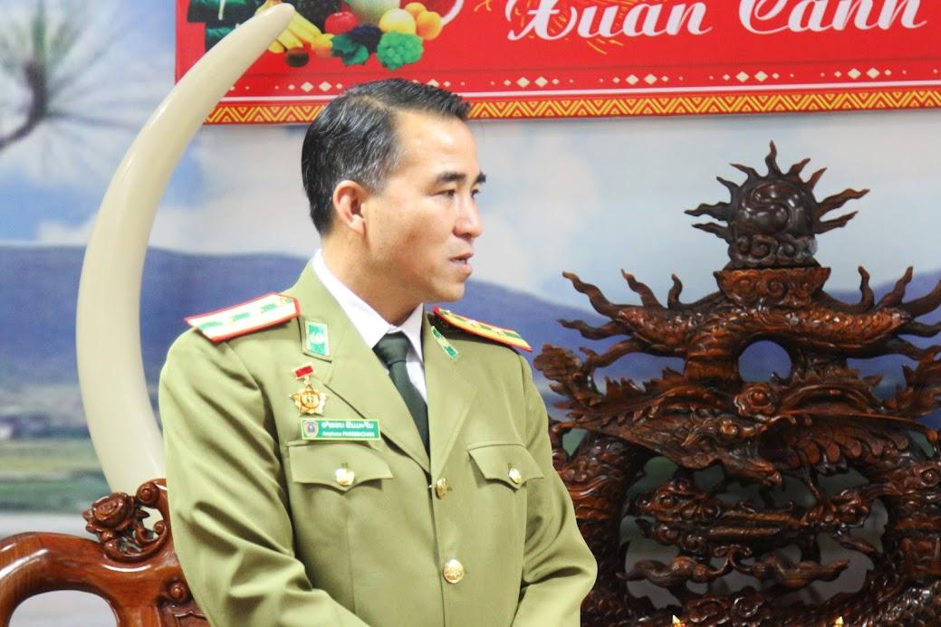 Thượng tá Ăm Phon Păn Mạ Chăn, Phó Giám đốc Công an tỉnh Hủa Phăn gửi lời chúc mừng năm mới đến lãnh đạo, CBCS Công an Nghệ An