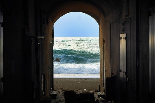 Corridoio verso il mare di borgio