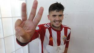 Nano marcó tres de los cuatro goles al Jaén.