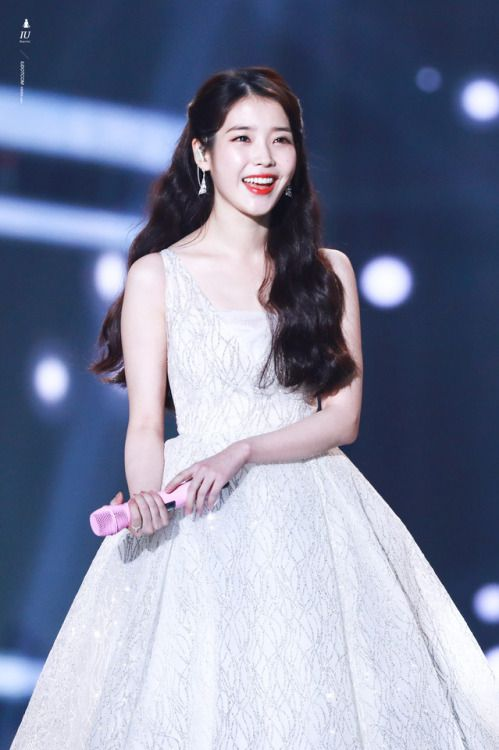 iu gown 6