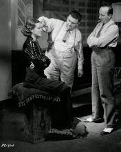 """Photo: Zita Johann e Karl Freund (centro): stress constante no set de """"A Múmia"""". http://filmesclassicos.podbean.com"""