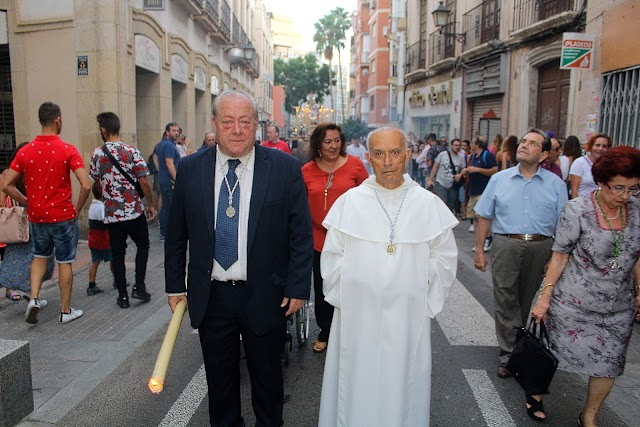 Presidente y director espiritual de la Archicofradía del Rosario.