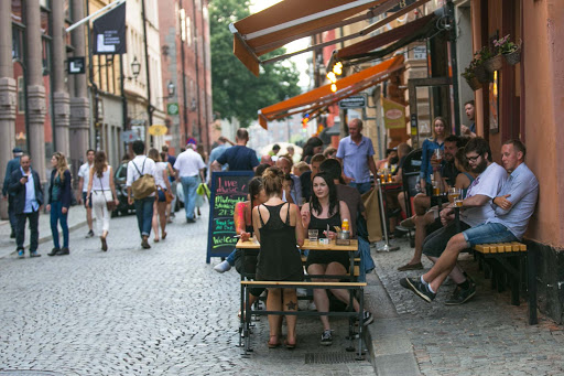Dinnertime-in-Gamla-stan.jpg - Visitors stop for dinner along the main street of Gamla stan, Stockholm's old town.