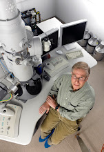 Photo: Professor Yeshayahu Talmon, Head of the Russell Berrie Nanotechnology Institute (RBNI). Shown here at the RBNI Center for Electron Microscopy of Soft Materials.