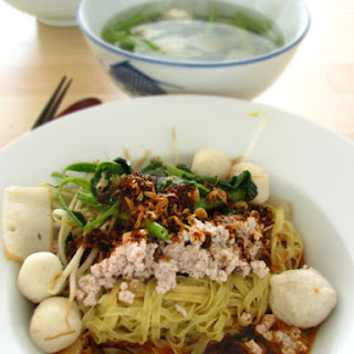 "Flat Egg Noodles with Fishballs ""Mee Pok Tah"" 鱼圆面薄干"