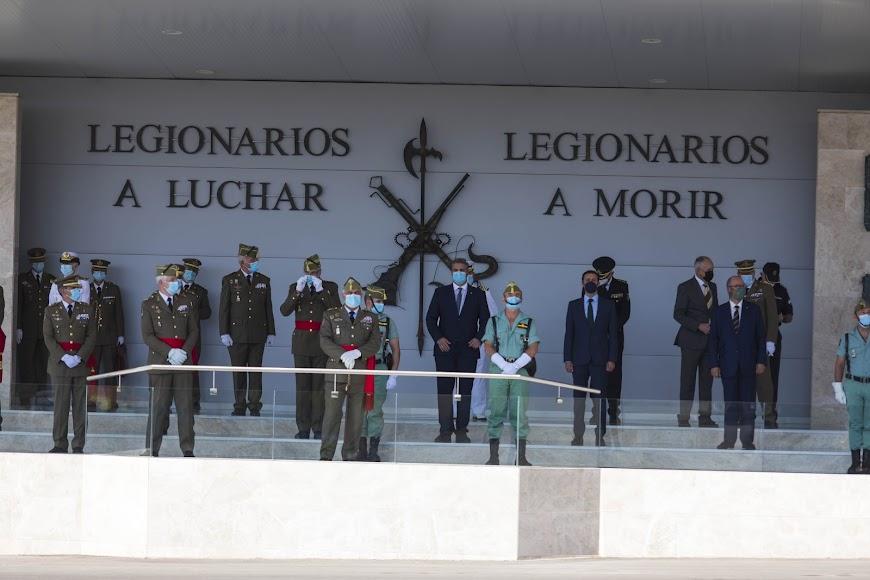 El acto estuvo presidido por el jefe del Estado Mayor del Ejército de Tierra (JEME), general de ejército D. Francisco Varela Salas, acompañado de los jefes de unidades de la Brigada y autoridades civiles de Almería.