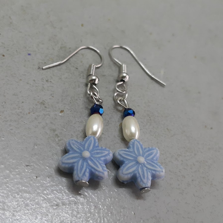 Saphire Daisy Earrings