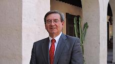 Fernando Martínez, nuevo director de Memoria Histórica, en la Plaza Vieja de Almería.