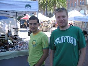 Photo: 6 Eylül 2009 - Kemal ile San Francisco civarı. Fotoğrafı çeken Marina. St. Patrick's day falan değil, zaten olsa da çok taktığımız bir gün değil.