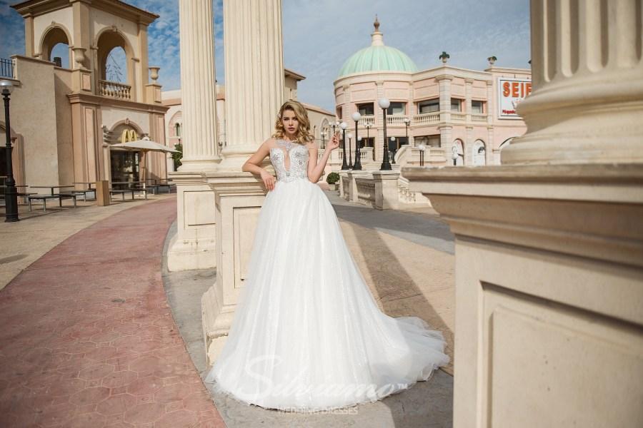 Свадебное платье А-силуэта с расшитой горловиной