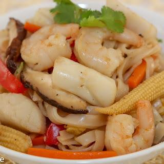 Stir-Fried Seafood Noodles (Hu Tieu Xao Do Bien) Recipe