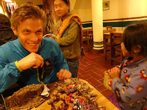 Photo: Záměrně špinavý děti prolejzaj hospody a prodávaj kamenný zviřátka. Ossi podlehl a jedno koupil.