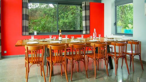 Propriété du Verdon, La table familiale de la salle à manger
