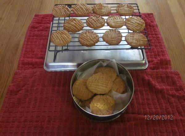 Cookies Cooling And Stored In Cookie Tin.