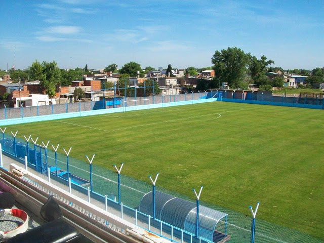 Campo do Justo. O Flamengo não tem estádio, mas o Justo tem.