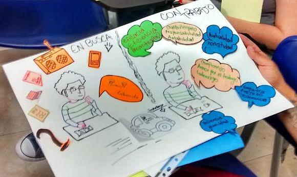 Un élève montre le dessin réalisé dans le cadre d'un projet.