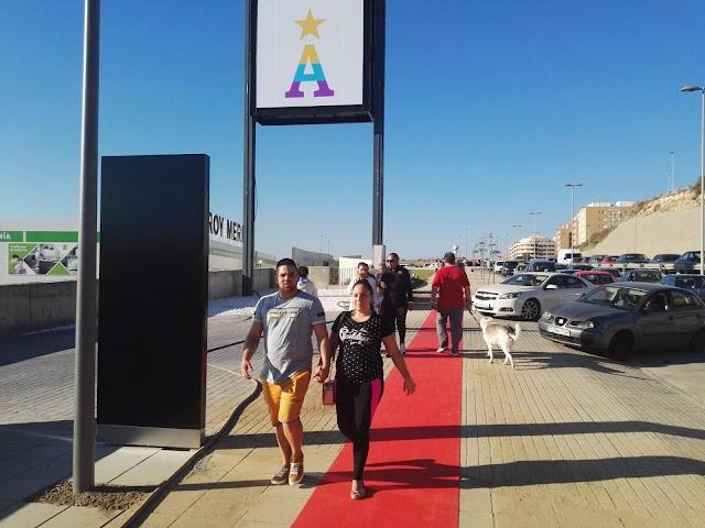 De los primeros almerienses en llegar al nuevo centro comercial.