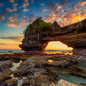 The Batu Bolong by Bayu Adnyana - Landscapes Sunsets & Sunrises ( bali, waterscape, batu bolong, sunset, seascape, tanah lot, sunrise, tabanan, landscape )