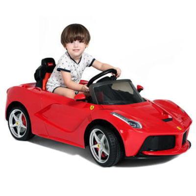 Bé lái xe Ferrari 82700