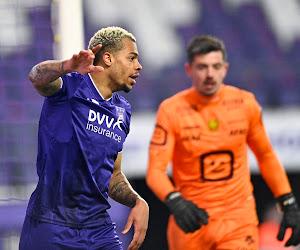 """""""Nmecha is de beste spits van de reeks"""" - Tegenstand ziet het ook, maar Anderlechtse aanvaller begint gefrustreerd te raken"""