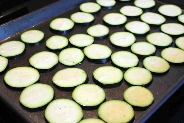 Zucchini rounds placed on baking sheet.