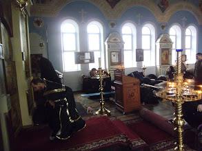 Photo: Чтение молитвы сопровождается земными поклонами