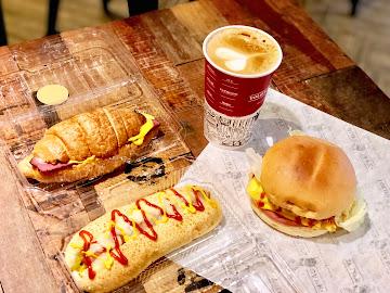 YOLO's Cafe