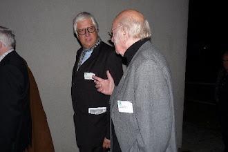 """Photo: Die Delegation des """"Neuen Merker"""" bei der """"Gottlob Frick-Gesellschaft in Ölbronn (2012). Dr. Klaus Billand diskutiert mit Franz Mazura- Foto: Elisabeth Freitag/Ölbronn"""