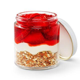Mini Strawberry Pretzel Jars