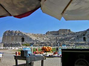 Photo: Milete, met het theater als blikvanger