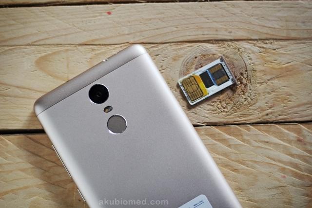 4G hybrid dual SIM dan swap memori mikroSD