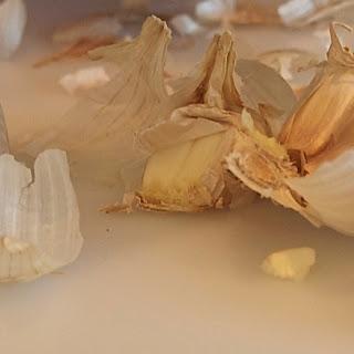 Romanian Garlic Sauce (Mujdei de Usteroi)